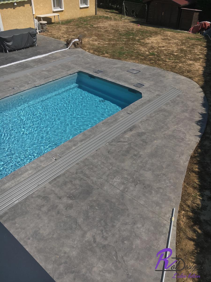 01240 Marlieux terrasse roche fine gris béton décoratif