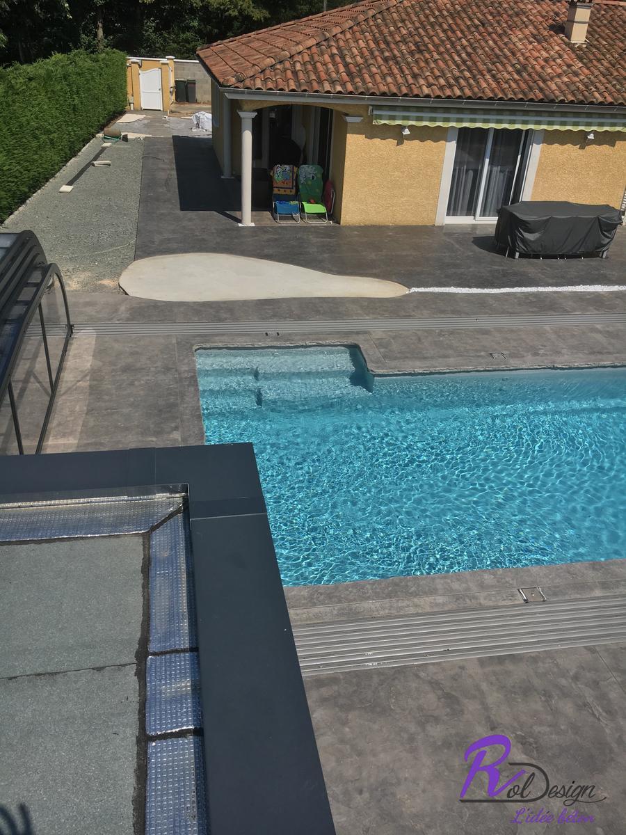 abris de piscine en béton imprimé à Marlieux