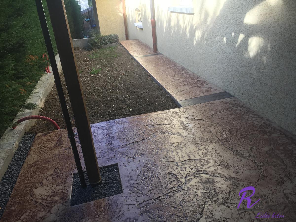 chemin d'accès moderne en béton imprimé à Vulbens 74520