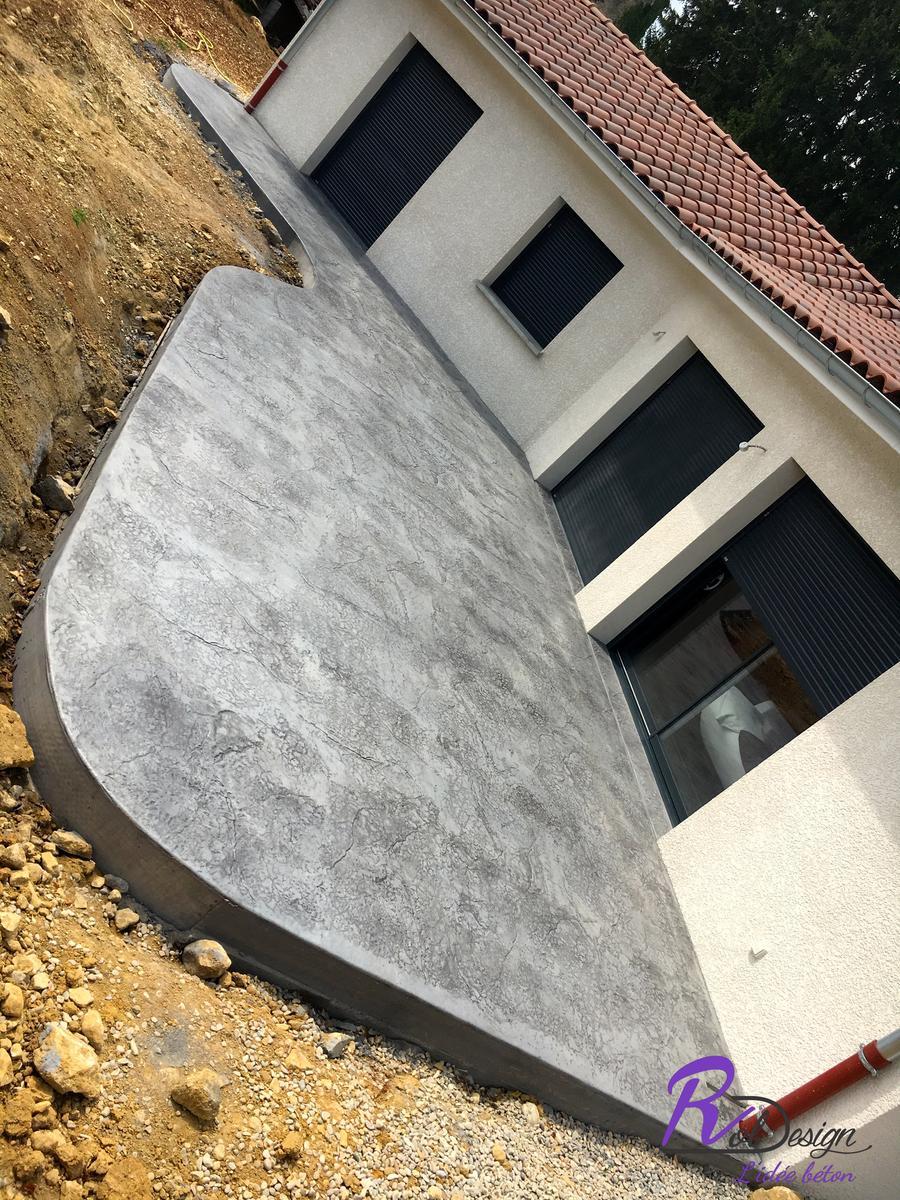 A Douvres 01500 béton imprimé empreinte décoratif couleur vieux granit gris