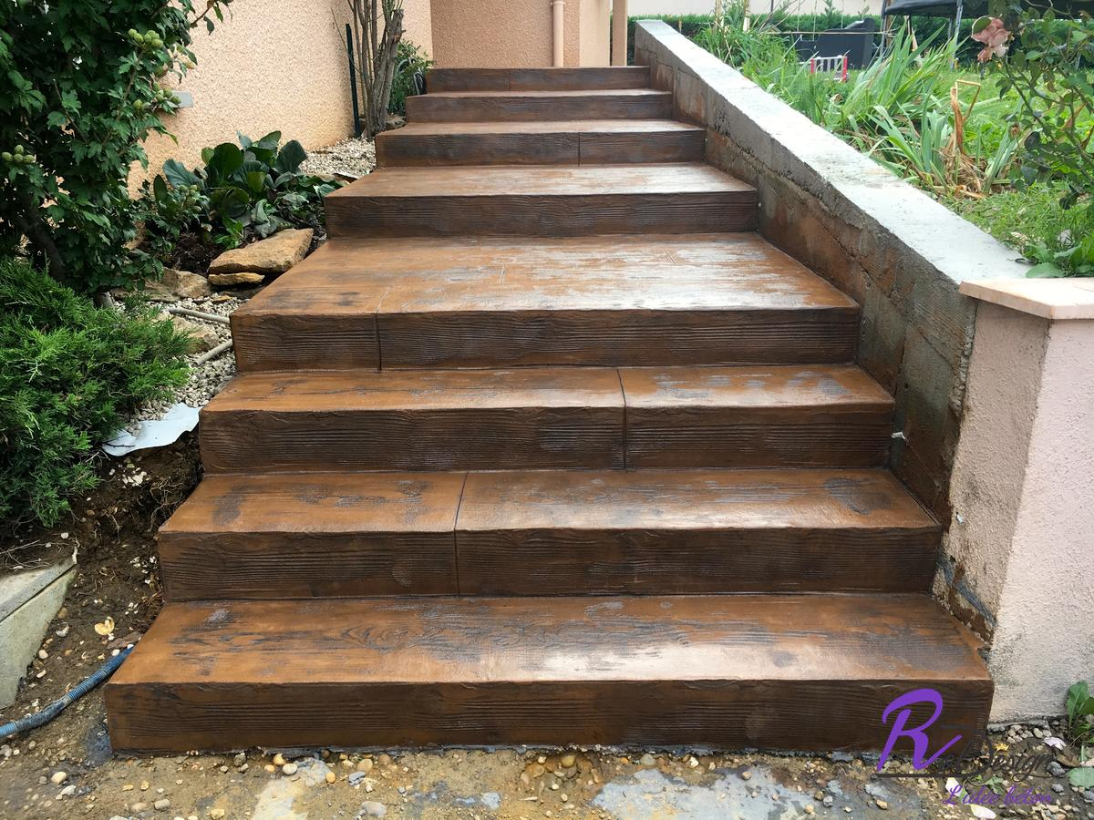 escalier en béton imprimé à Saint Bernard 01600 design bois cèdres