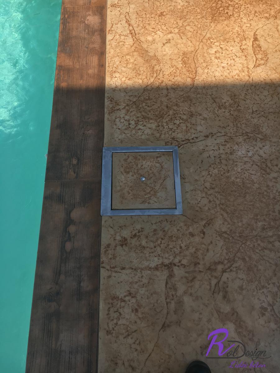 trape de skimmer intégrée sur margelle en béton décoratif Lentilly 69210