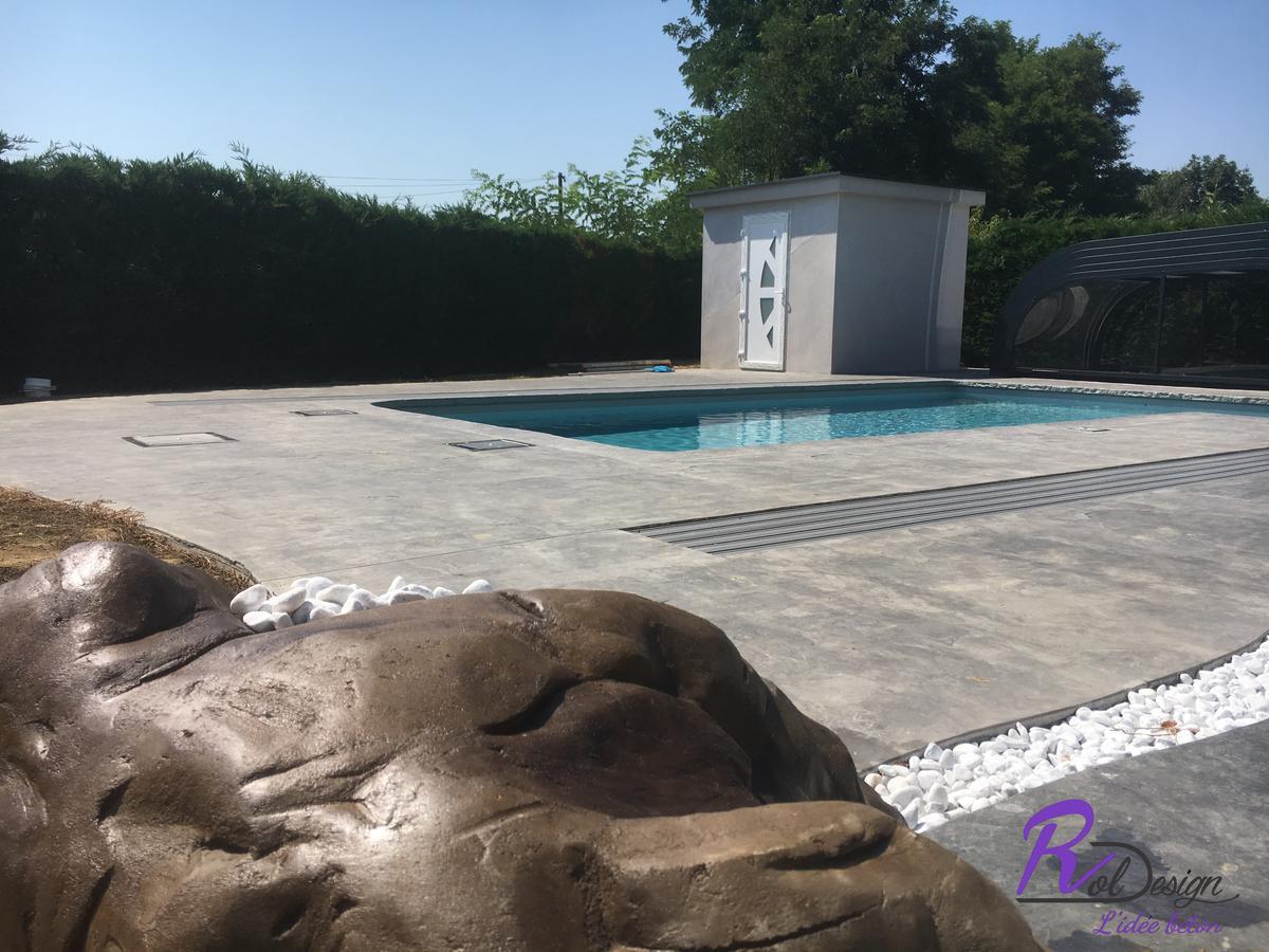 piscine design en béton imprimé Marlieux 01240 roche fine