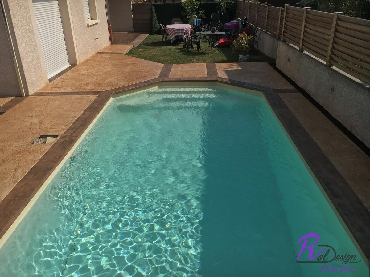 piscine et margelle en béton à Lentillly décoratif