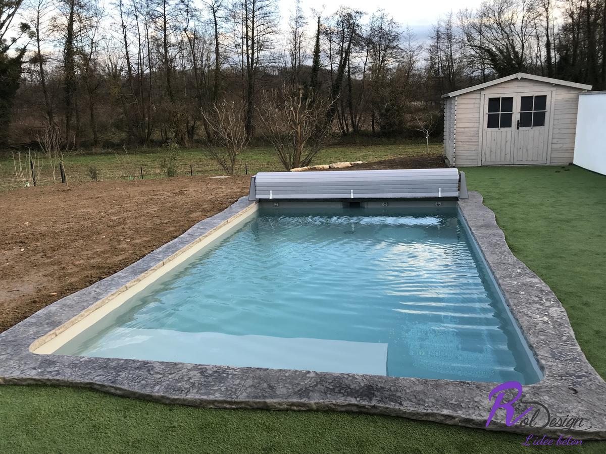 piscine naturelle margelle imitation pierre en béton imprimé Sainte Euphemie 01600