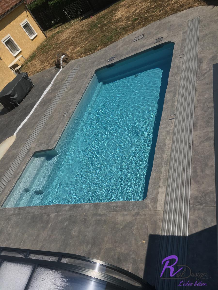 piscine-terrasse-design-beton-empreinte-margelle-decoratif-marlieux