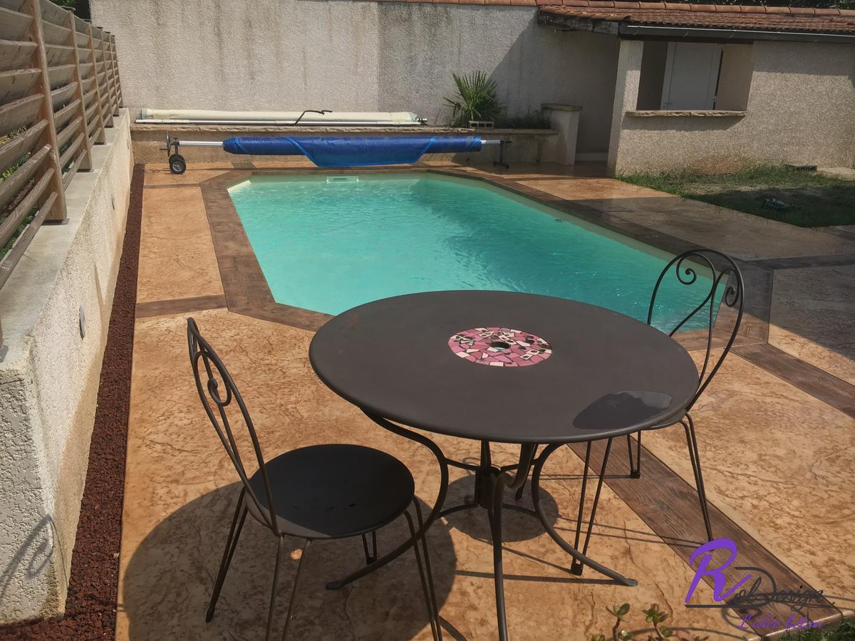 Rhone - plage de piscine design splendide en béton décoratif