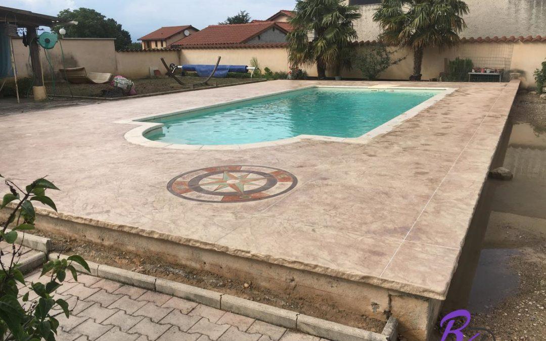 Plage de piscine en béton imprimé à Quincieux 69650 matrice italienne
