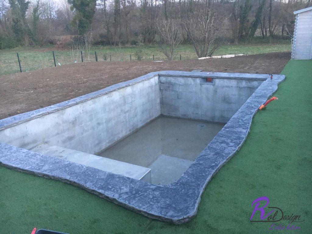 Sainte Euphemie 01600 piscine avec margelle en béton imprimé