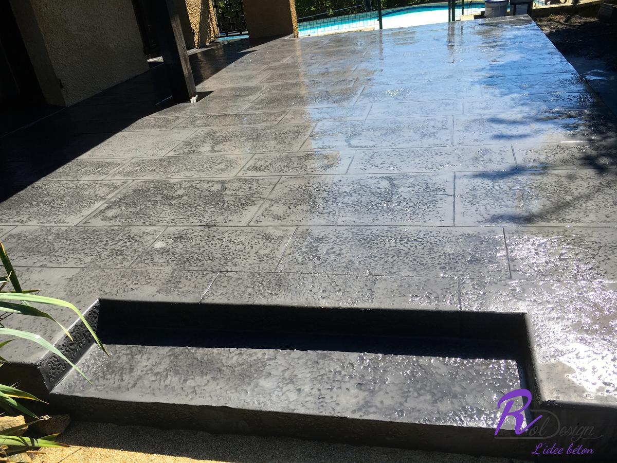 terrasse en béton design moderne imitation pierre à Reyrieux 01600
