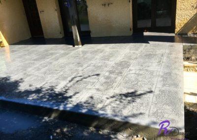 terrasse à Reyrieux en béton imprimé gris
