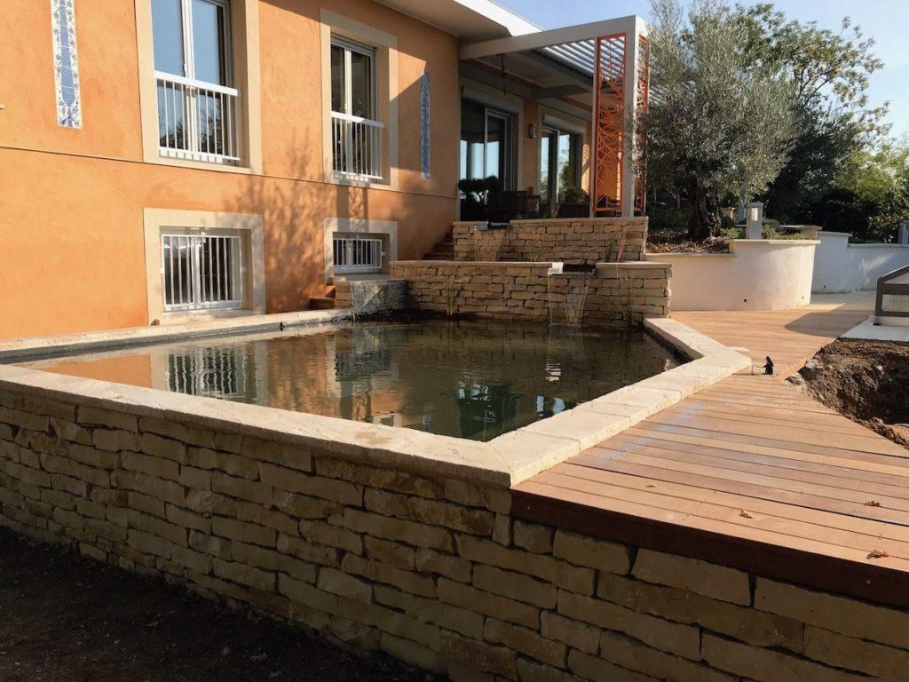 bassin à poisson en pierre sèche maçonnerie
