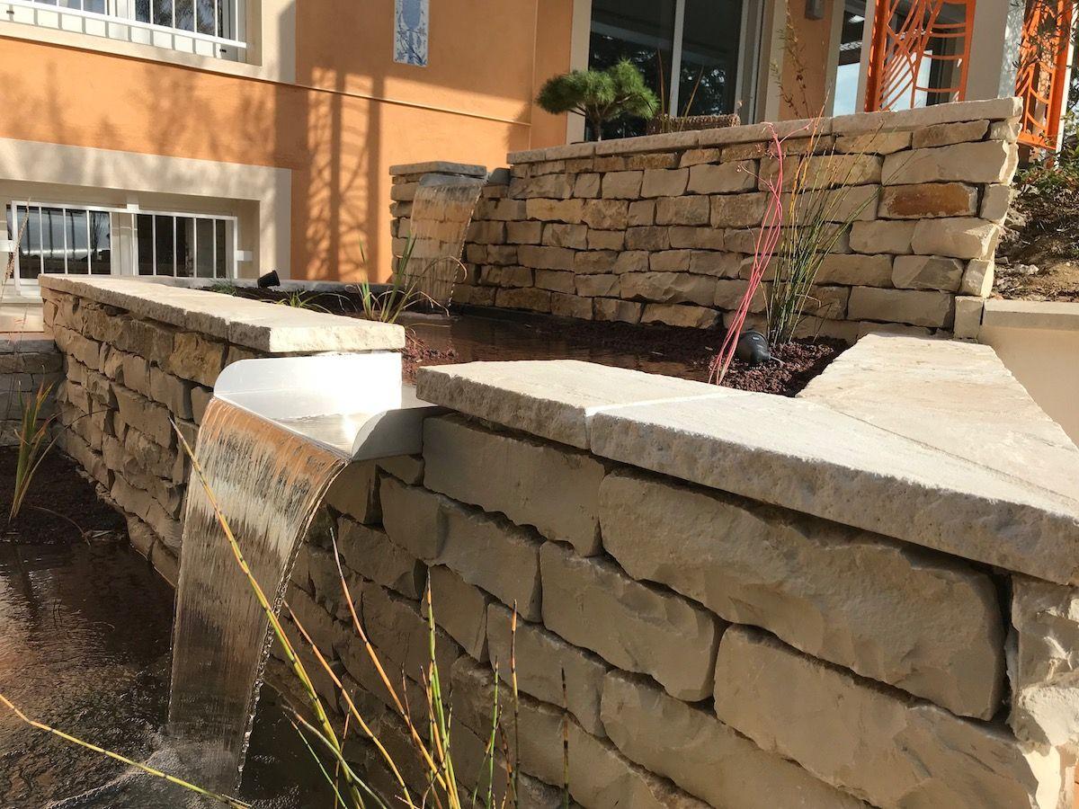 Détail bassin en pierre sèche pour poissons en maçonnerie