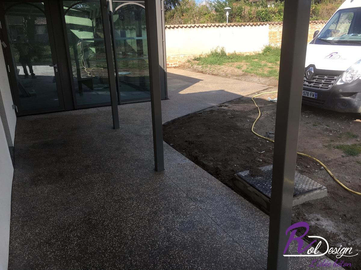les chères réalisation d'une terrasse en béton décoratif