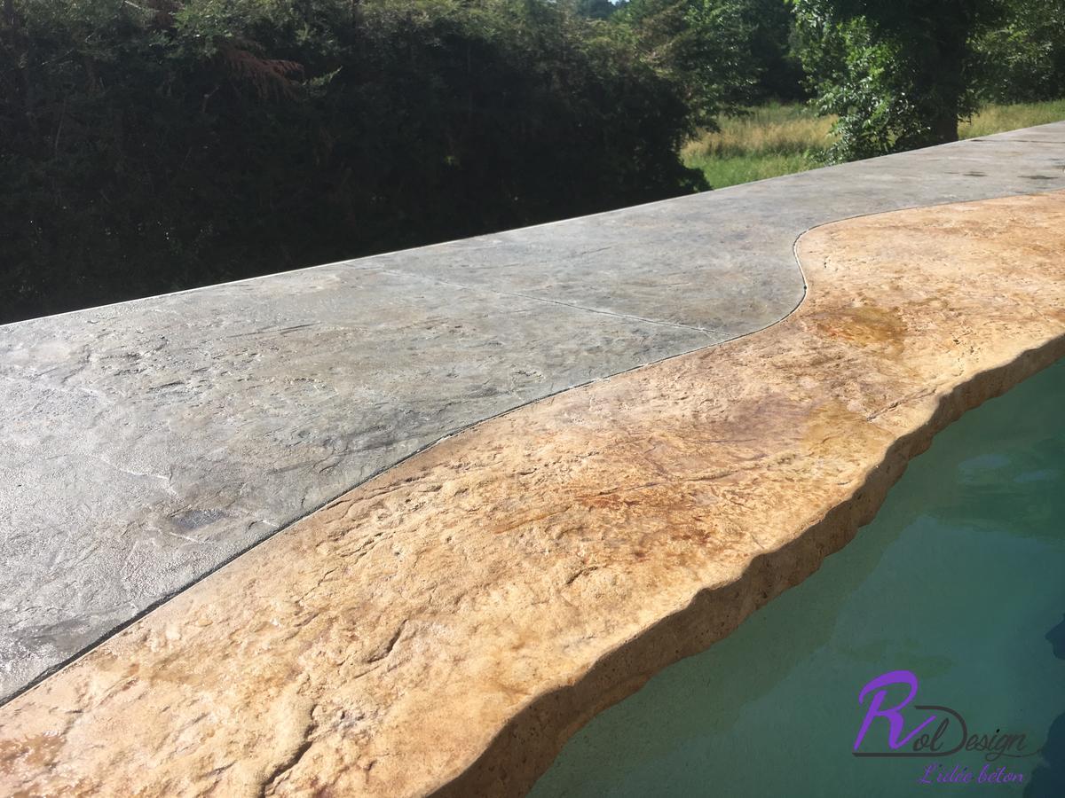détail de la margelle imitation pierre