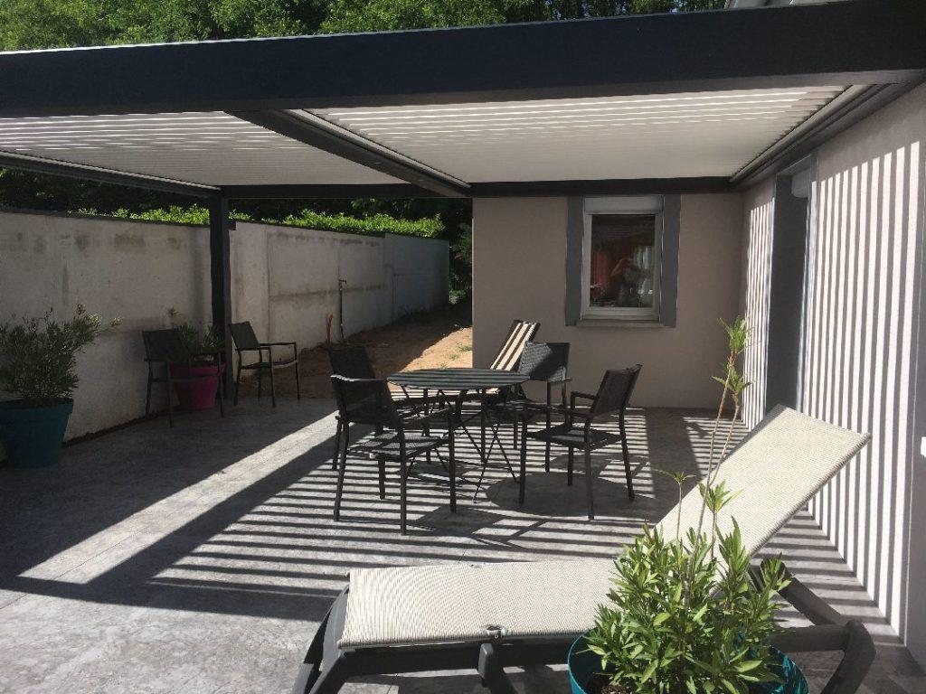 Toussieux terrasse beton imprime avec pergola bioclimatique 2