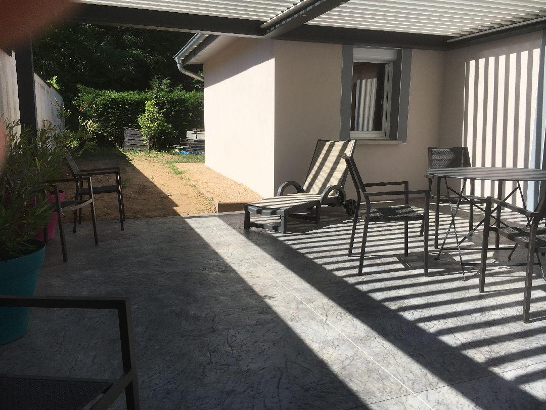 Toussieux terrasse beton imprimé avec pergola bioclimatique 3