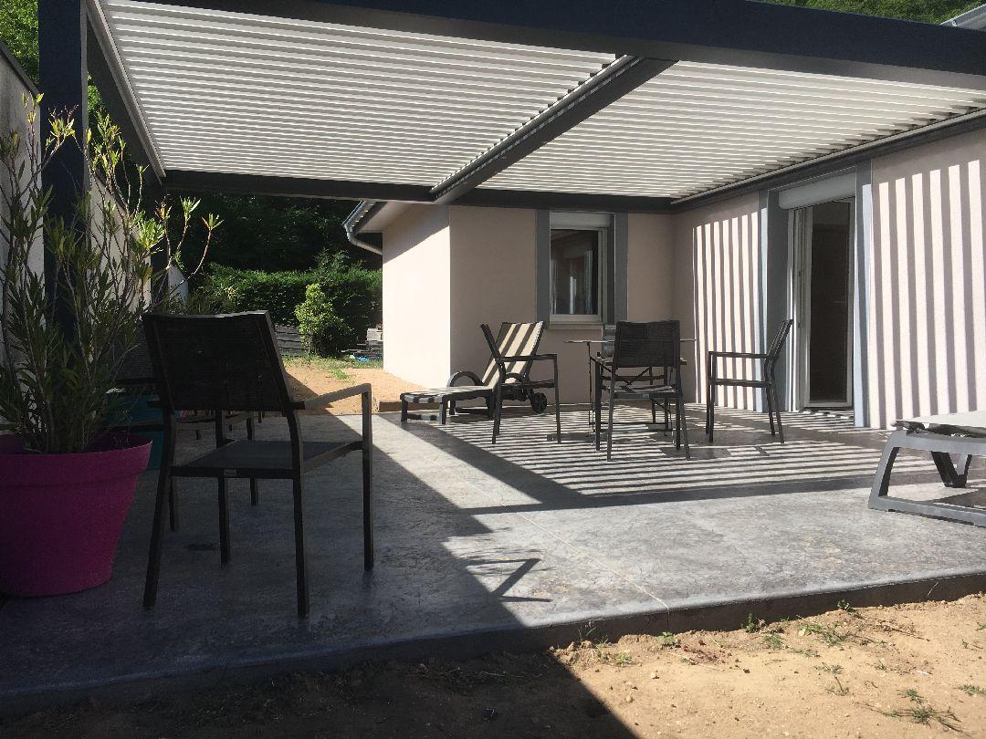 Toussieux terrasse beton imprimé avec pergola bioclimatique