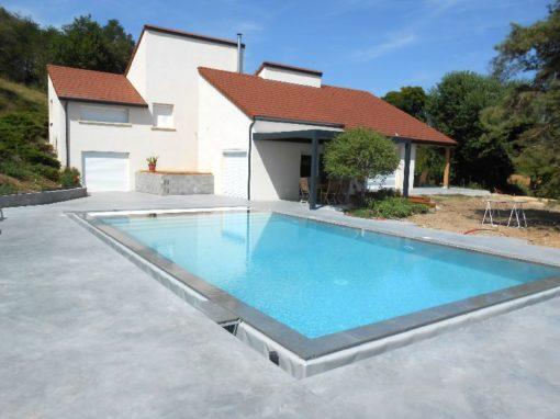 Bourgoin Jallieu 38300, mur de soutènement en maçonnerie, rénovation d'une piscine des années 80