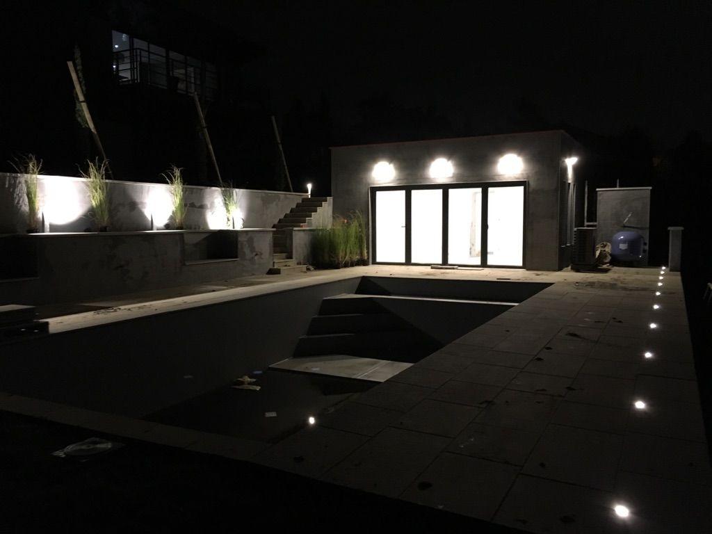 éclairage de la piscine