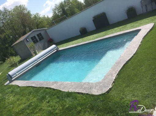 01600 Sainte Euphemie piscine maçonnée avec margelles design